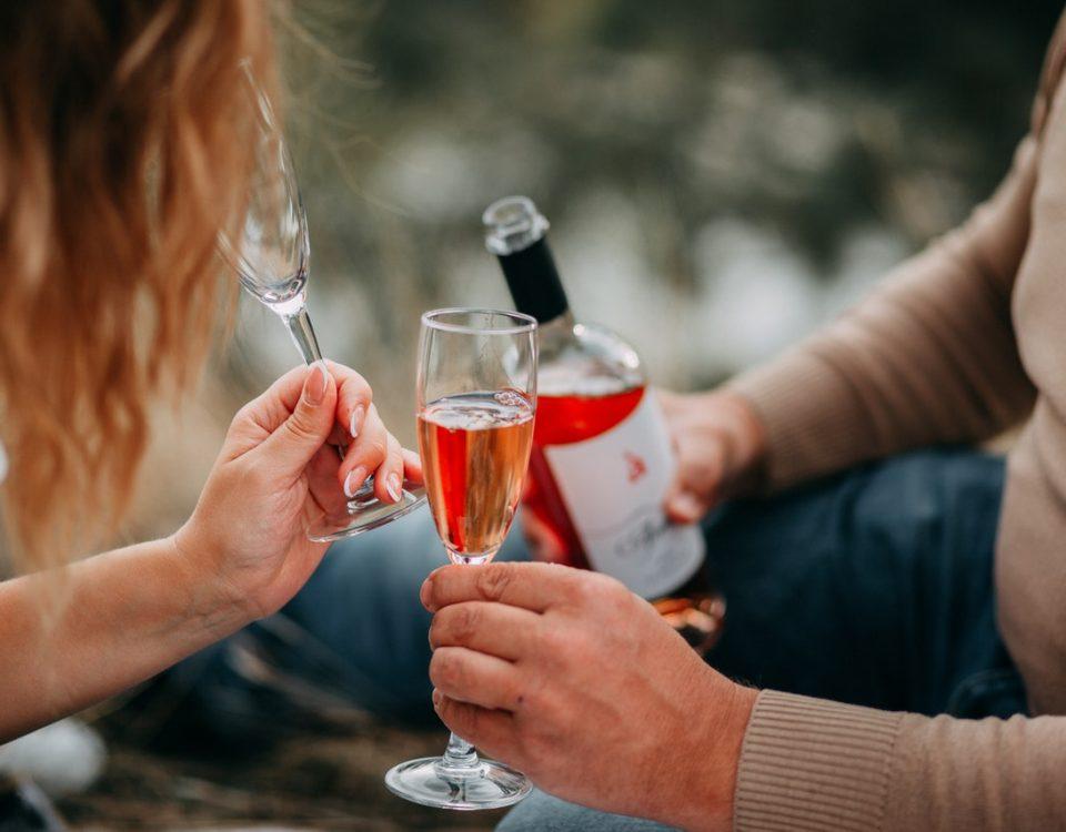 Che cos'è il vino rosè? Miti da sfatare e cosa è importante sapere sul vino rosato.